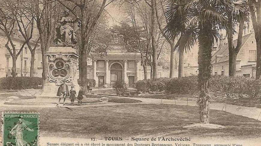 Tours, place François Sicard.