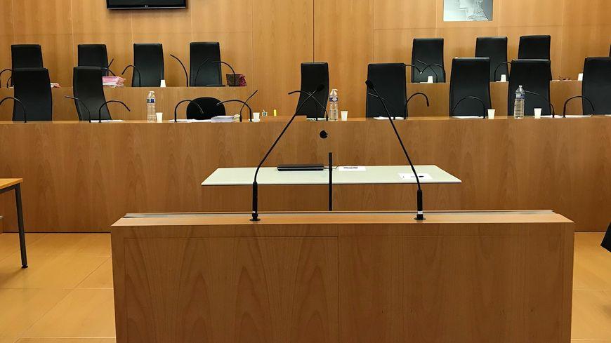 La cour d'assises du Calvados juge pendant trois jours un jeune couple pour la mort de son bébé en avril 2016.