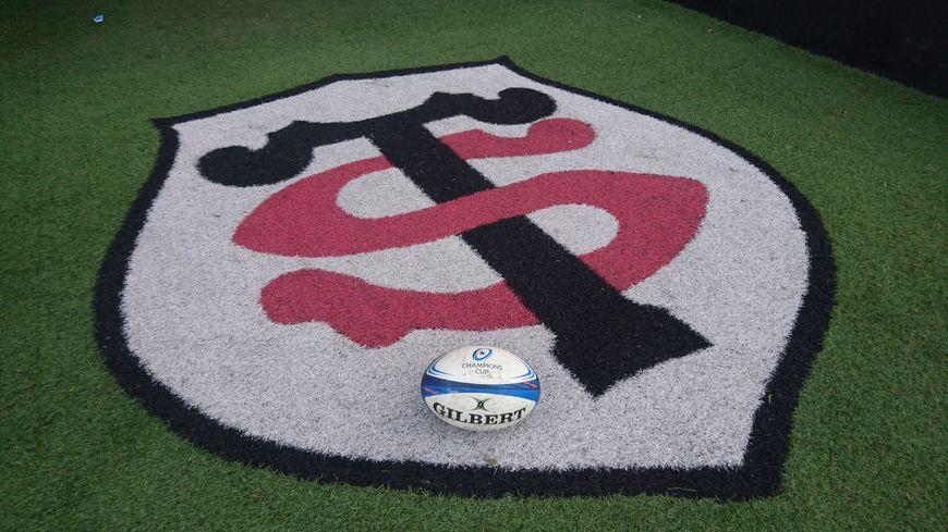 Le logo du Stade Toulousain, sur le sol du stade Ernest-Wallon