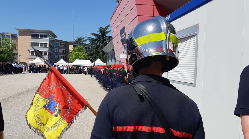 La cérémonie d'intégration des nouveaux pompiers volontaires de la Loire