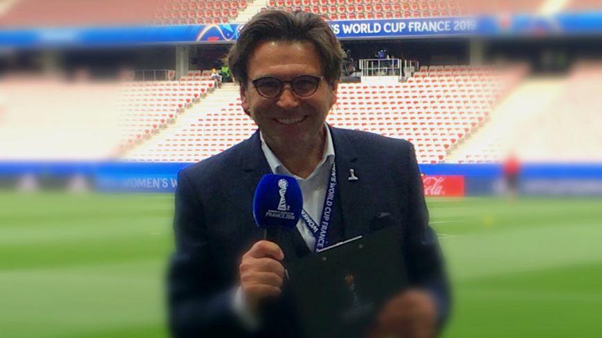 Jean-Max Pigassou sur la pelouse du stade de Nice