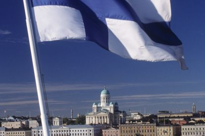La Finlande a expérimenté durant deux ans, ce revenu de base qui pourrait servir de modèle à Emmanuel Macron