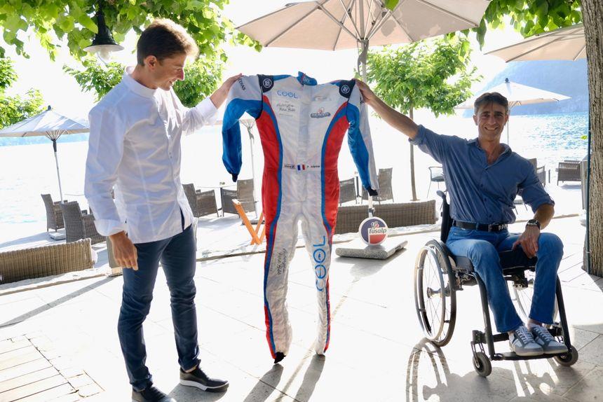 Patrice Sulpice a présenté son projet et sa combinaison de pilote à Talloires chez son frère Jean, le chef étoilé de l'Auberge du Père Bise.