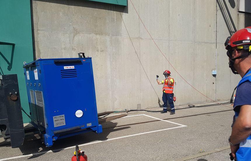Des agents de la FARN ont également réalimenté le générateur de vapeur de l'un des réacteurs de Saint-Alban en air comprimé au cours de leur exercice.