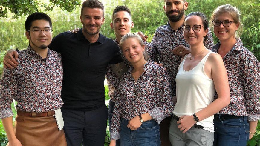 David Beckham a pris la pose avec l'équipe du restaurant havrais