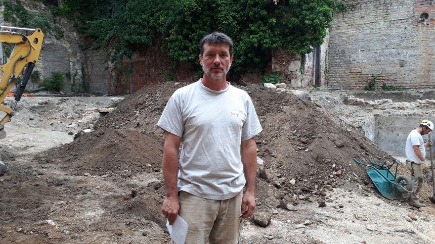 Stéphane Alix, le responsable d'opérations à l'INRAP à Dijon, chargé du chantier de fouilles Sainte-Marthe.