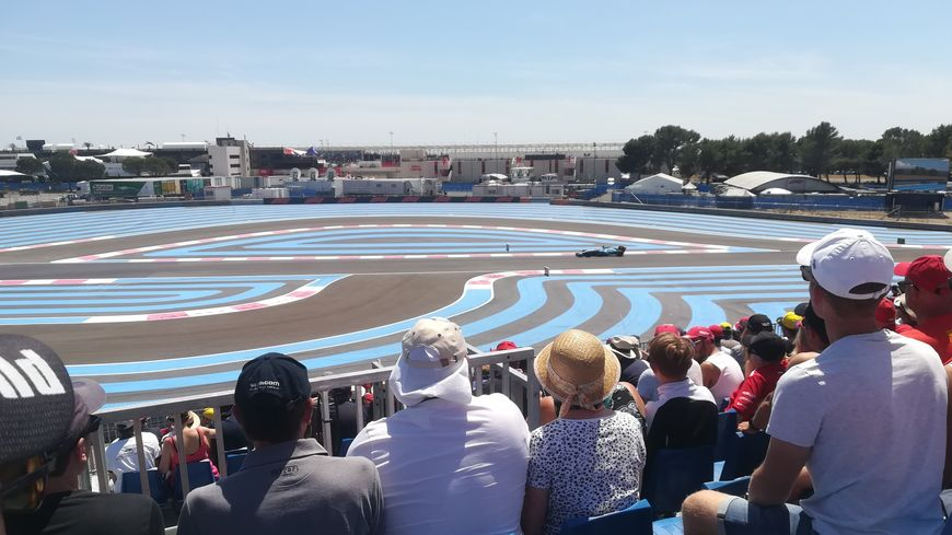"Le Grand Prix de France de Formule 1 depuis la tribune ""Chicane"" du circuit Paul Ricard"
