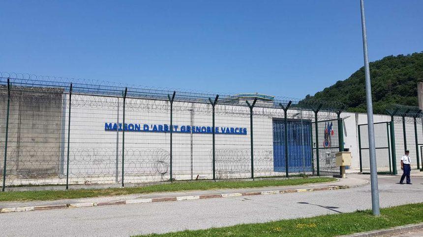 Comme de nombreuses prisons, la maison d'arrêt de Grenoble souffre aussi de la canicule