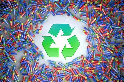 Le gouvernement- veut pousser les distributeurs à recycler ou à donner les invendus.