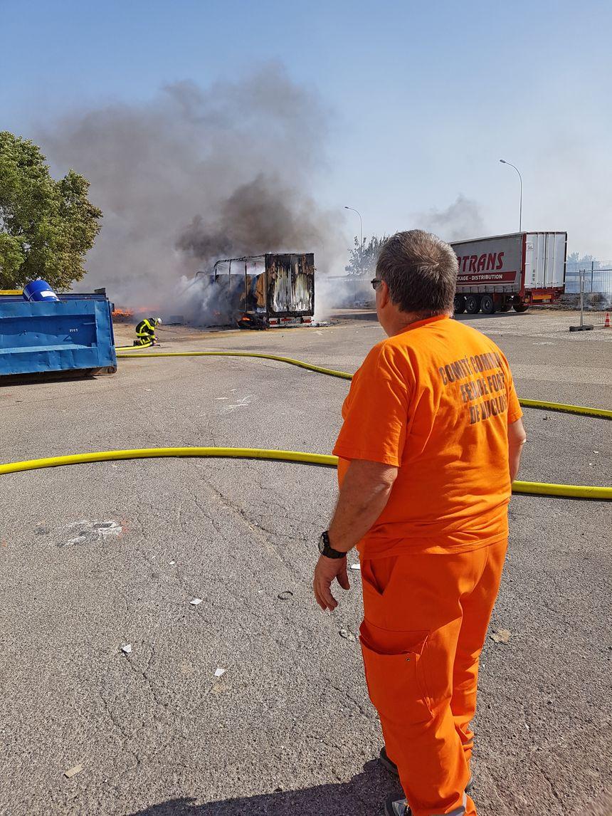 A l'origine du feu, un camion en feu dans l'entreprise Seyfert près de l'autoroute A7