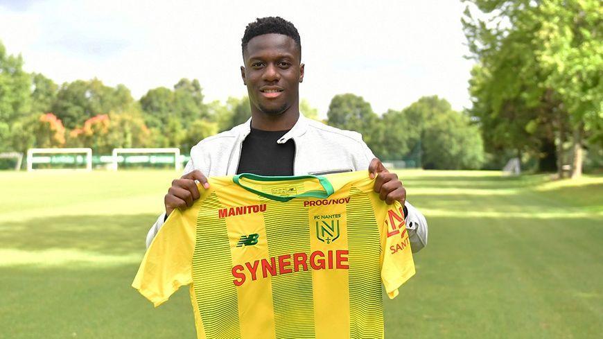 Le jeune attaquant formé à Laval a signé dans un club de Ligue 1.