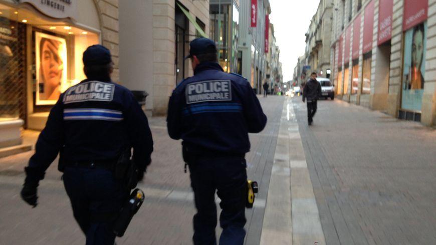 Des agents de la police municipale en patrouille à Bordeaux.