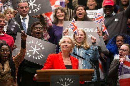 """image promotionnelle de la série britannique """"Years and Years"""", avec Emma Thompson dans le rôle de Vivienne Rook (ici au centre)"""
