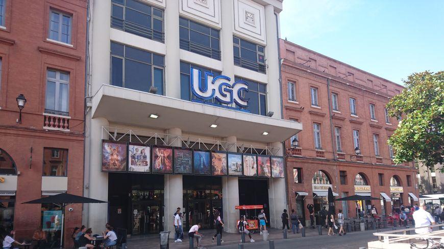 Le cinéma a été fondé en 1931, et racheté par UGC en 1976.