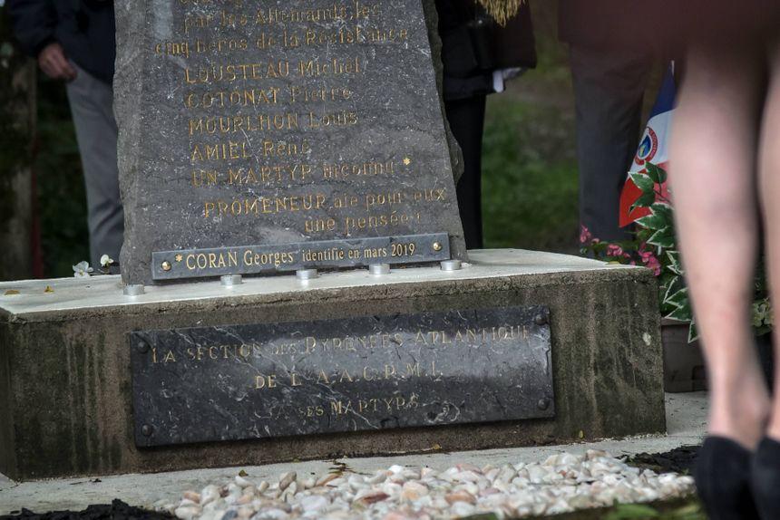 Le nom de Georges Coran ajouté au bas de la stèle des fusillés d'Idron