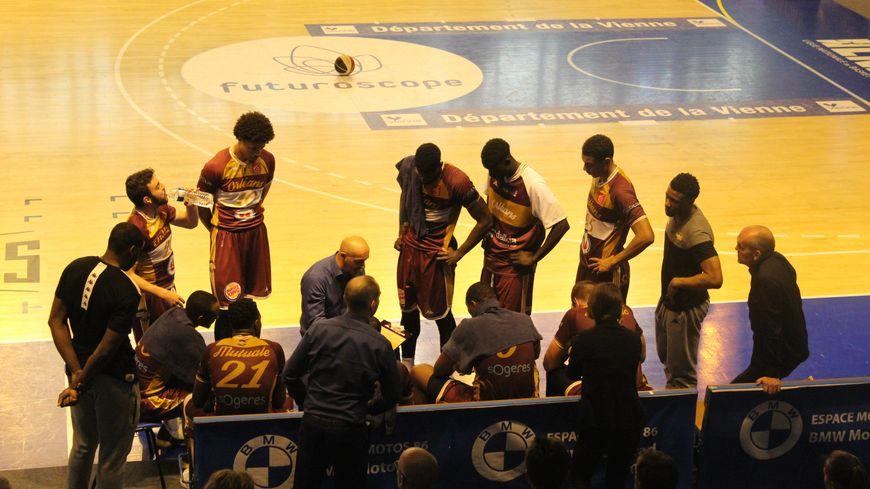 Pourtant privé de 3 joueurs, l'OLB a réussi à écarter Poitiers des quarts de finale de playoffs dès le 2è match