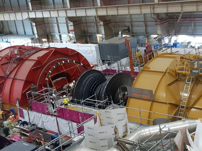 Le rotor de la turbine démonté pendant la visite décennale