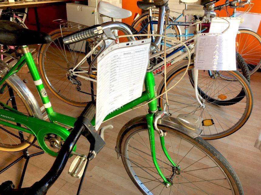 Des vélos donnés ou réparés sont vendus par l'association