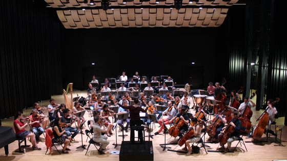 Debora Waldman et l'Orchestre Victor Hugo répètent la symphonie de Charlotte Sohy.