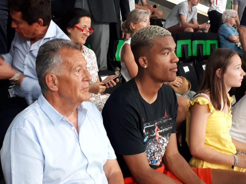 Alban Lafont dans les tribunes de la H Arena pour assister au tournoi des légendes en hommage à Henri Michel