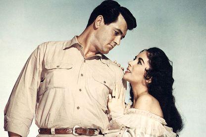 """Elizabeth Taylor avec Rock Hudson (à gauche) sur le tournage de """"Giant"""", réalisé par George Stevens en 1956"""
