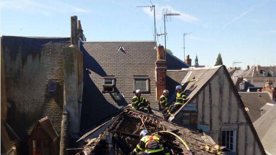 Douze logements ont été touchés par un incendie à Tours ce samedi plein centre-ville