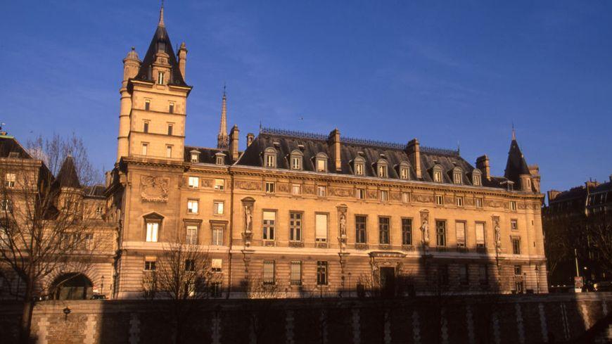 Le quai des Orfèvres, sur l'île de la Cité à Paris, en décembre 2001.