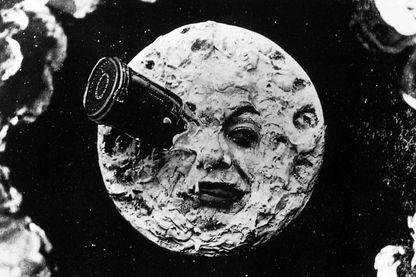 """Image du film muet """"Le voyage dans la lune"""" de Georges Méliès d'après l'oeuvre de Jules Verne, 1902"""