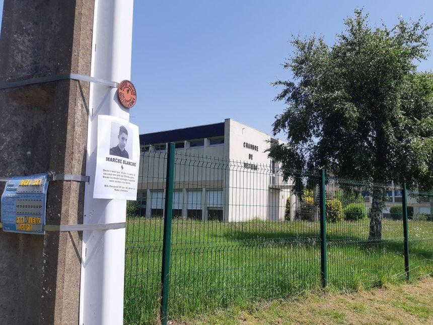 Devant le centre de formation d'apprentis d'Aucaleuc