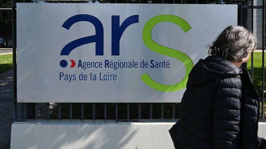 200 agents hospitaliers, ont manifesté devant l'ARS des Pays de la Loire