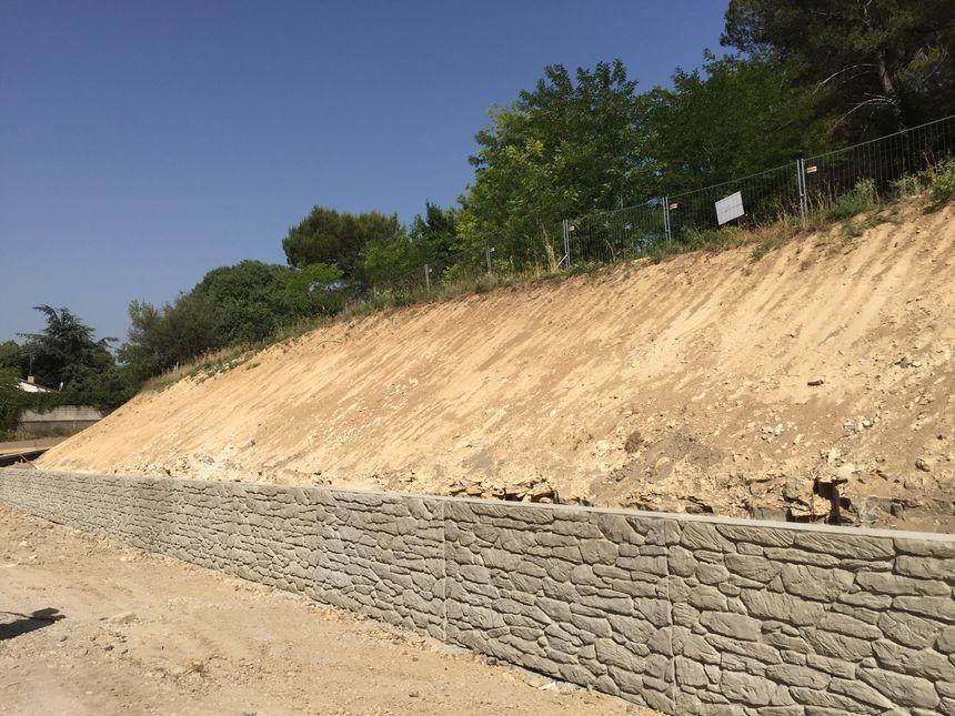 Une colline a été rabotée non loin du parc Kennedy à Nîmes