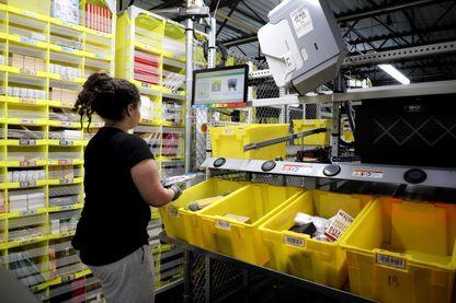 Ici dans le centre de distribution Amazon de Staten Island, New York