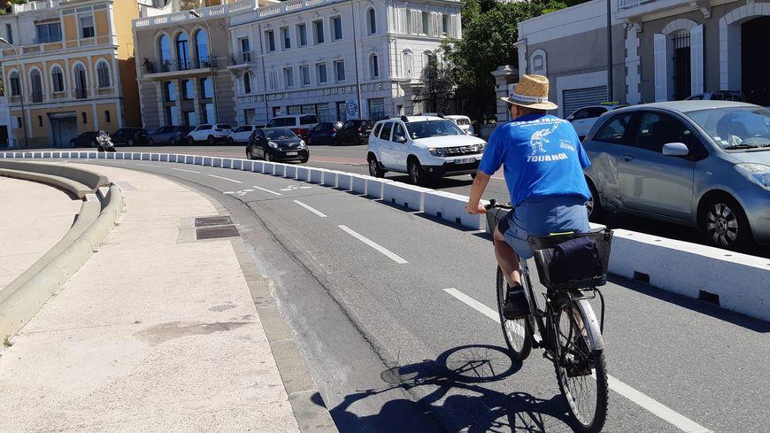 C'est nouveau à Marseille : une piste cyclable sur la Corniche