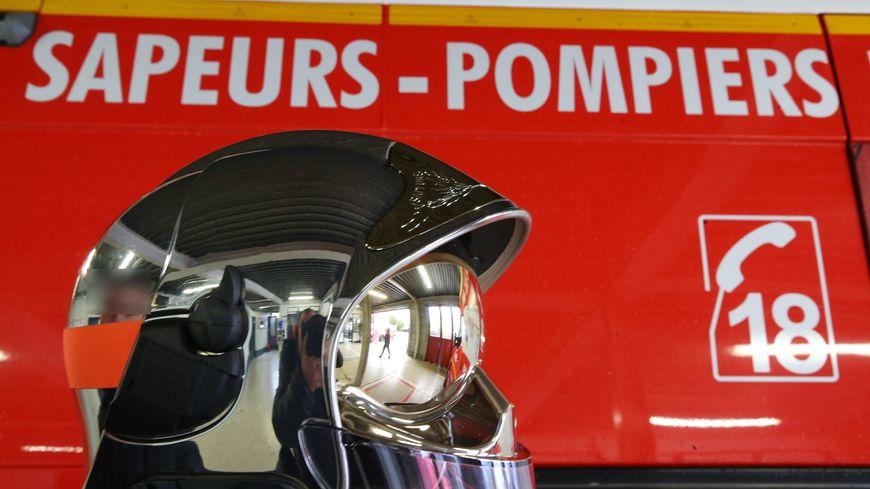 Une dizaine de véhicules de pompiers sont engagés au Boulay, tout près de Château-Renault