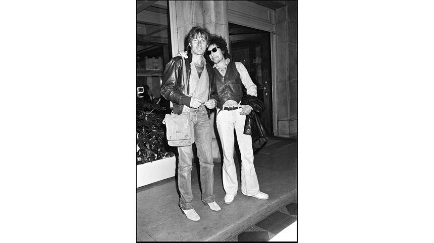 Durant son séjour à New York, Hugues Aufray fait la rencontre d'un jeune chanteur encore inconnu : Bob Dylan. Ils resteront toujours en contact.