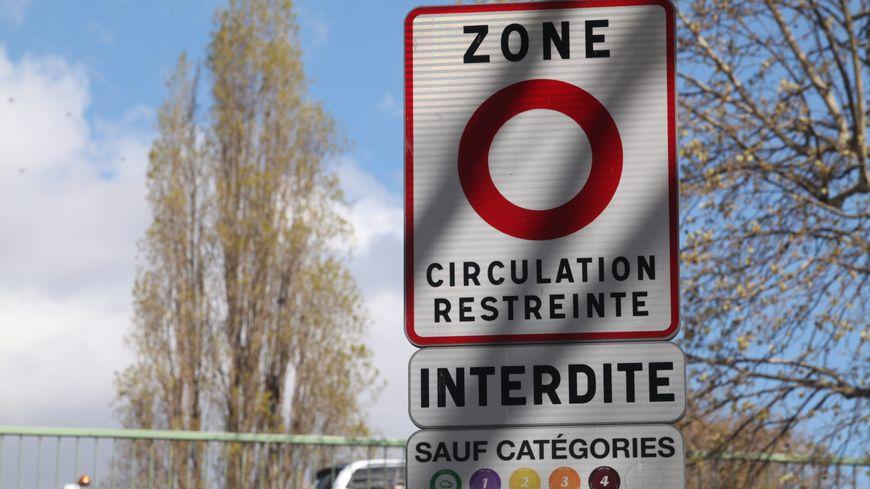 Les automobilistes seront informés par ce genre de panneaux aux entrées de Chambéry