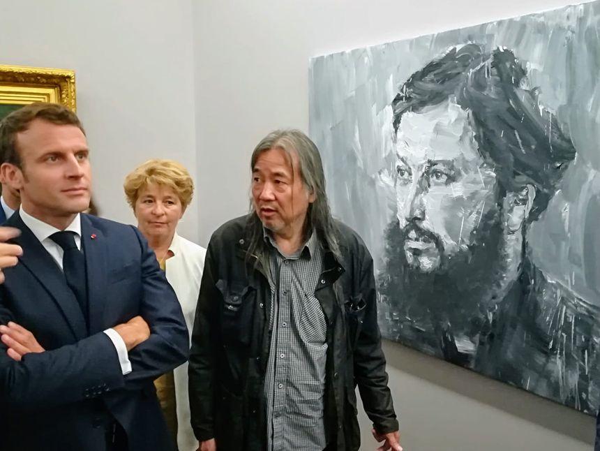 Emmanuel Macron et Yan Pie-Ming en visite à l'exposition au musée Courbet d'Ornans