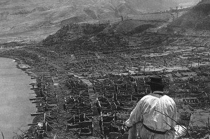 Ruine de la ville de Saint-Pierre en martinique après l'irruption de la Montagne Pelée en 1902