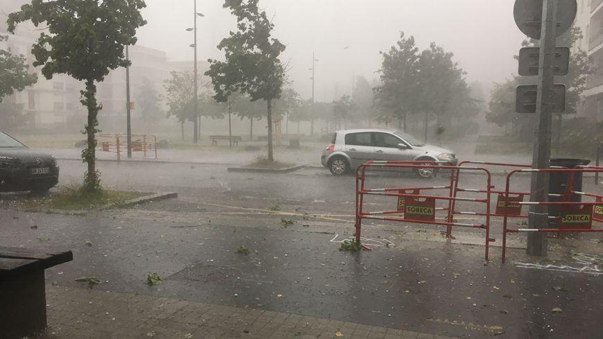 A Saint-Etienne, des rafales de vents jusqu'à 100km/h sont prévues jusqu'à ce soir.