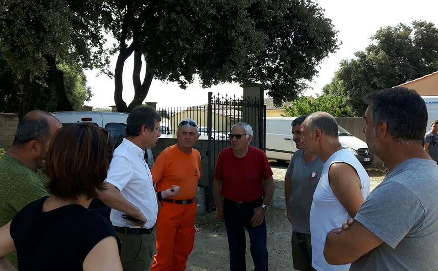 Thierry Lagneau le maire de Sorgues est revenu dans le lotissement hier matin pour soutenir les habitants