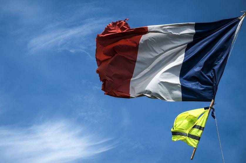 """Résultat de recherche d'images pour """"drapeaux gilets jaunes"""""""