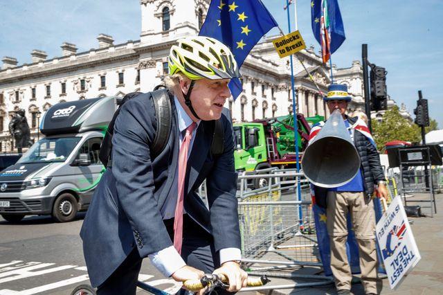 """Boris Johnson est """"polyvalent"""" : journaliste avant d'entrer en politique, ses détracteurs le prennent pour un clown"""
