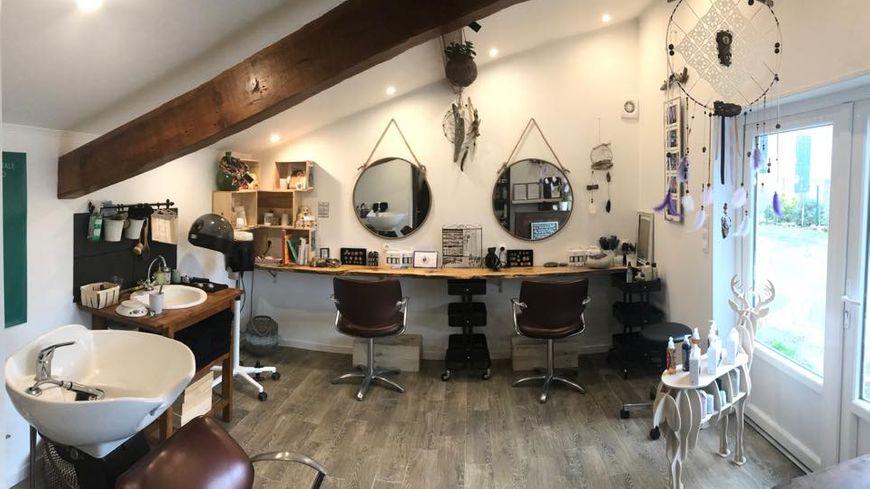 Un salon de coiffure \