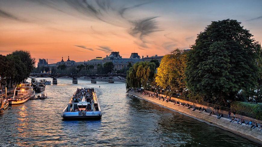 Les bateaux-mouches parisiens