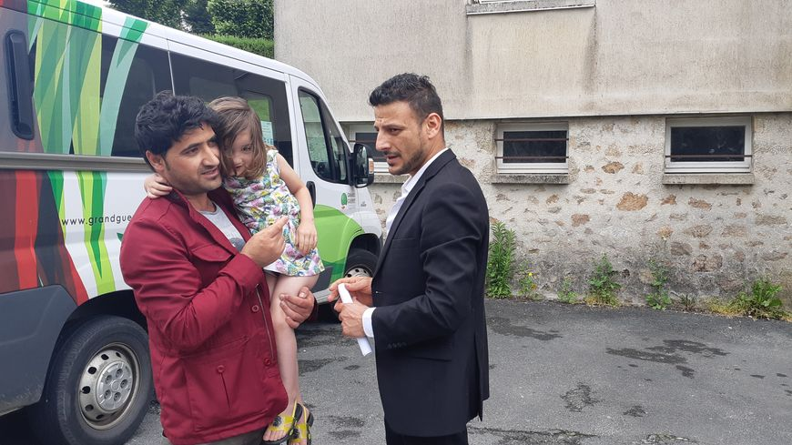 Farid, Rahmi et sa petite fille, trois réfugiés afghans logés à Saint-Vaury.