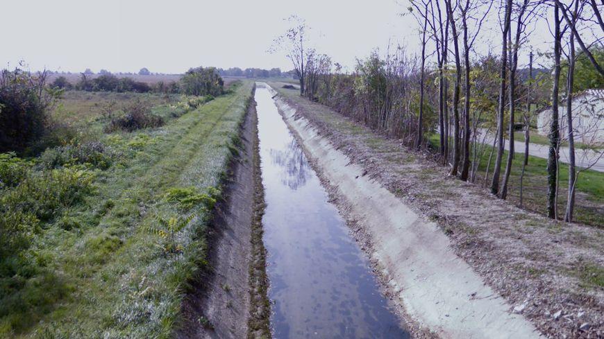 Le canal de la Bourne à Montélier