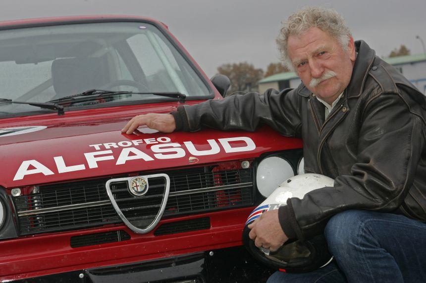 Roland Gourserol était un passionné de sports automobiles (Photo avec son Alfasud)