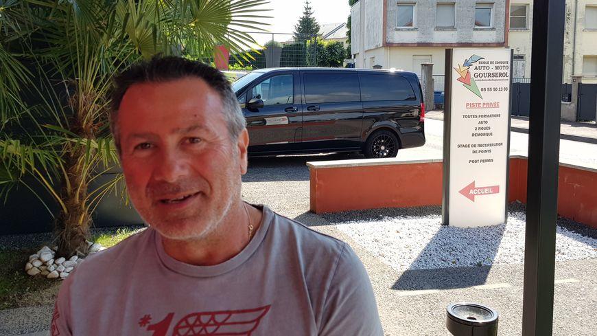Alexandre Gourserol qui a repris la direction de l'auto école créée par Roland son père en 1979