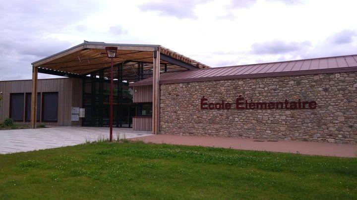A Saint-Sulpice-le-Guérétois, l'école élémentaire reste à la semaine de 4 jours et demie, l'école primaire aux quatre jours l'année prochaine.