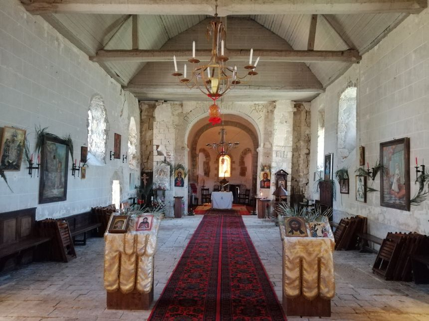 L'église est modeste et l'intérieur a besoin d'être rénové.